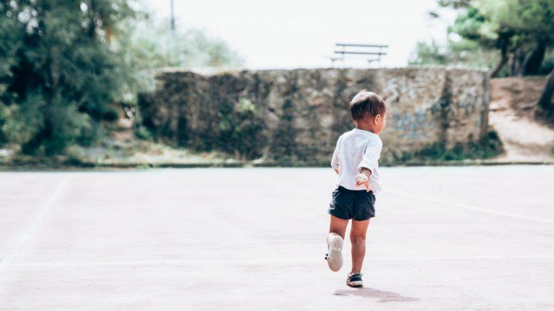 孩子學壞怎麼辦?首先先了解孩子欲達到的目的為何,再來我們跟他一起想想有沒有替代性的方法一樣可以達到他的目的。重要的是不要把「壞」視為一種本性,他只是孩子目前做的選擇。