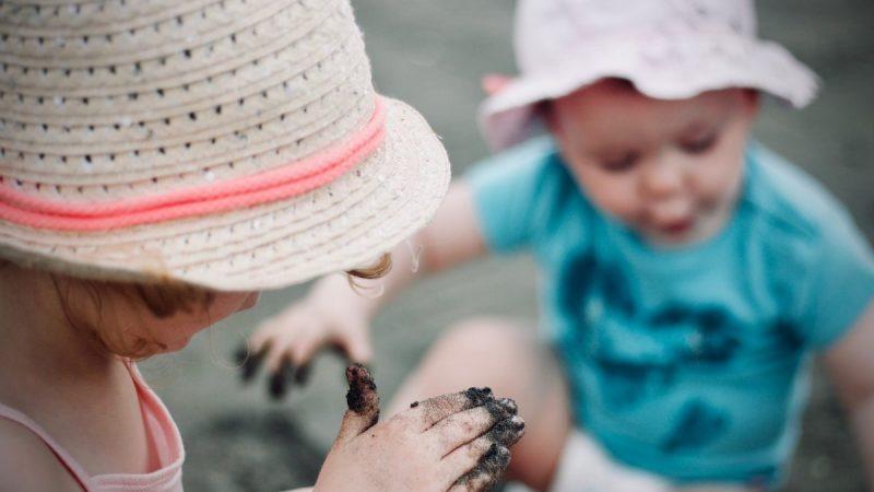 有弟弟妹妹的孩子比較有同理心?研究發現年幼手足會教導兄姊學會同理心。